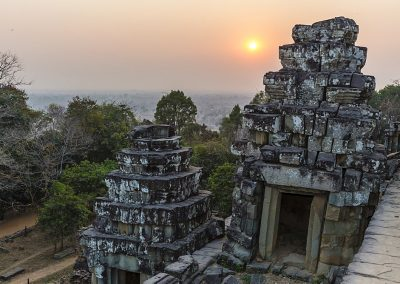 Sunset view from Phnom Bakheng, Angkor, UNESCO World Heritage Site, Siem Reap, Cambodia, Indochina, Southeast Asia, Asia