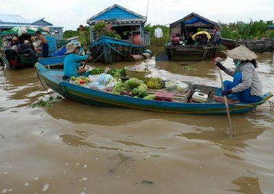 mobile-fruit-seller-floating-village
